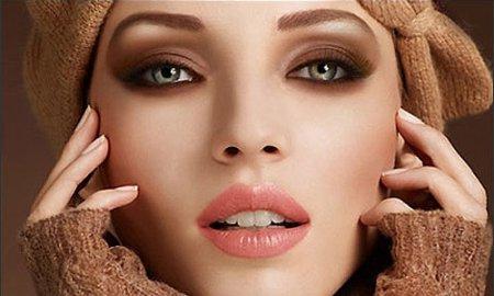 Як зробити макіяж смокі-айс: покрокова інструкція