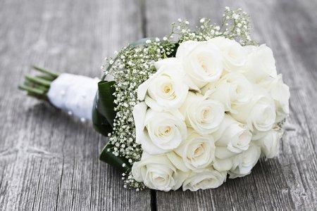 Що символізує весільний букет з троянд