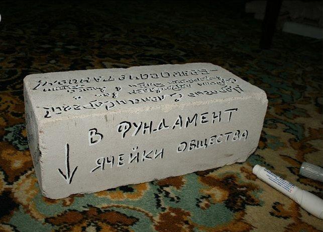 Прикольные подарки с надписями на свадьбу