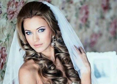 ТОП-7 модных причесок невесты с фатой