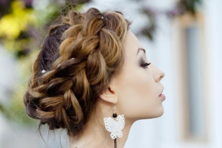 Стилісти розповіли, як заплітати волосся красиво
