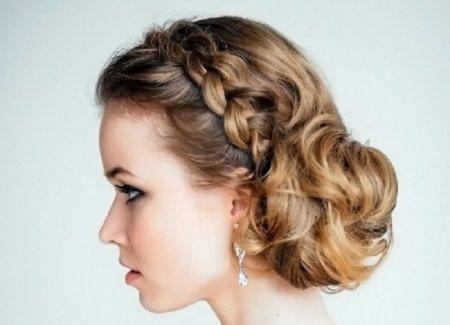 Стилісти розповіли, як заплітати волосся гарно