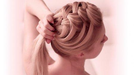 Як заплітати волосся самій собі: