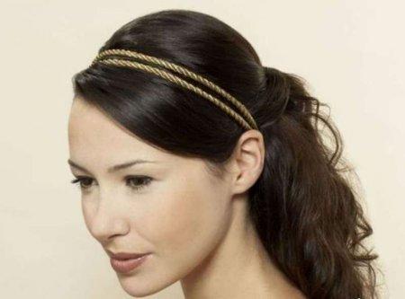 Зачіска в грецькому стилі з пов'язкою