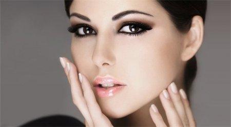Яким повинен бути макіяж для брюнеток з карими очима?