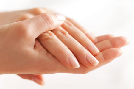 Догляд за сухими руками
