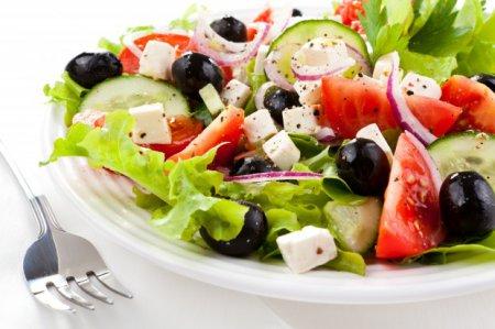 Рецепти холодних салатів: як здивувати гостей