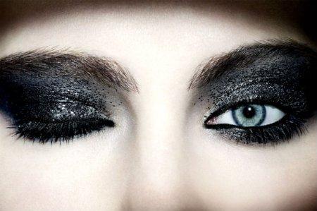 Макияж глаз темными тенями: шаг за шагом