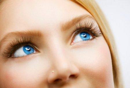 Як зробити макіяж для блакитних очей: 5 порад професіоналів