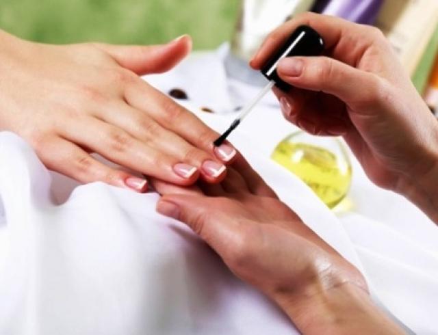 дизайн ногтей фото в бело золотом цвете