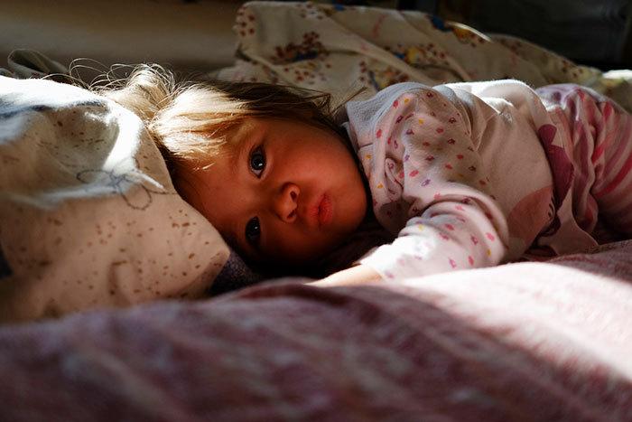 Когда приучать ребёнка засыпать самостоятельно