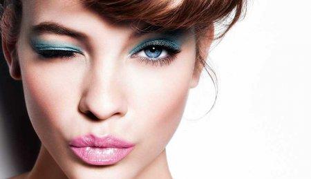 Який макіяж до блакитного плаття зробити
