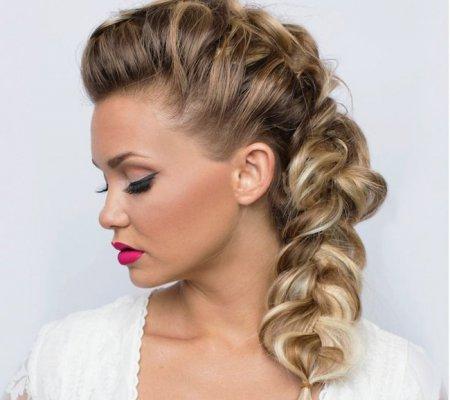 Плетіння волосся своїми руками: ТОП-3 варіанти витончених кос
