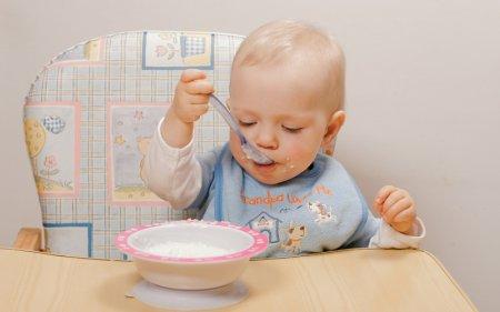 Как приучить ребенка самостоятельно кушать: простые советы