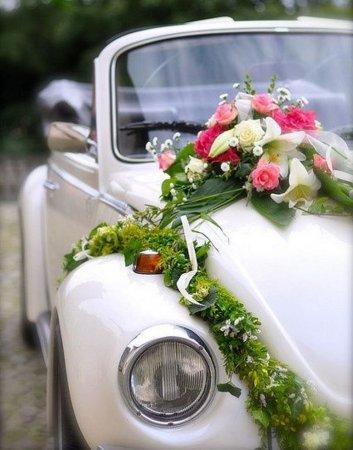 4 способи прикрасити весільну машину дешево і красиво
