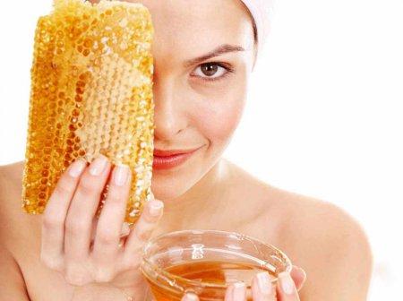 ТОП-3 маски для чистки лица медом в домашних условиях