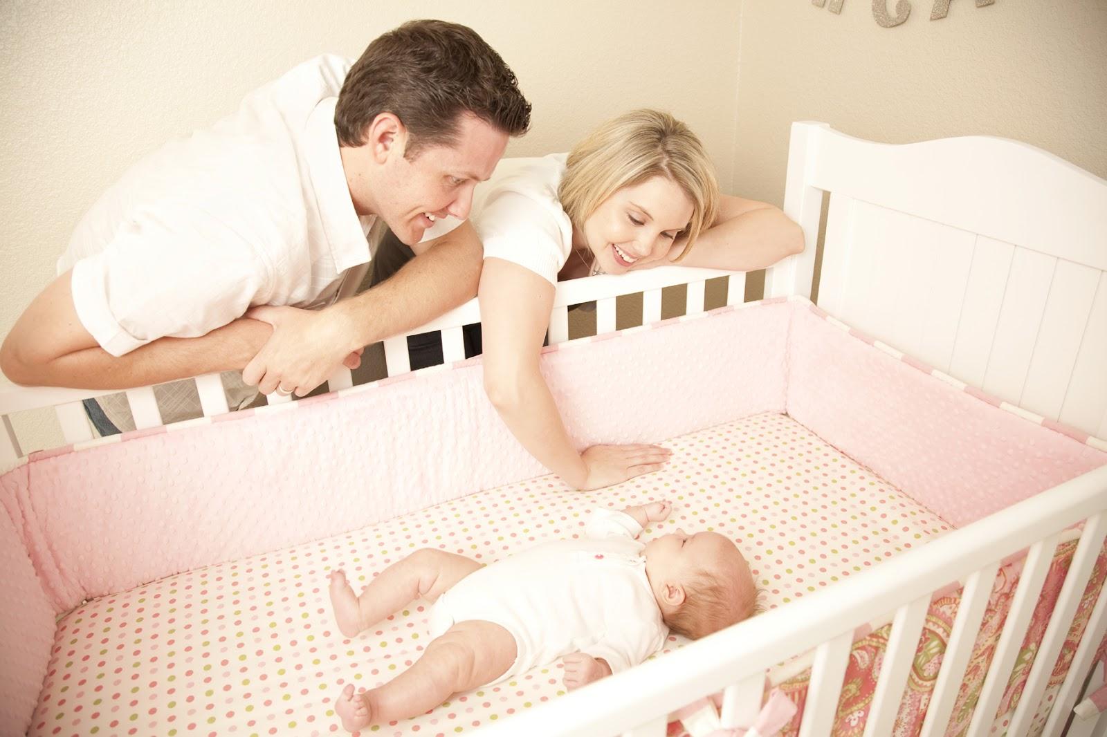 новорожденный ребенок не спит в кроватке материалами