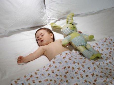 Как приучить ребенка 6 месяцев спать в кроватке
