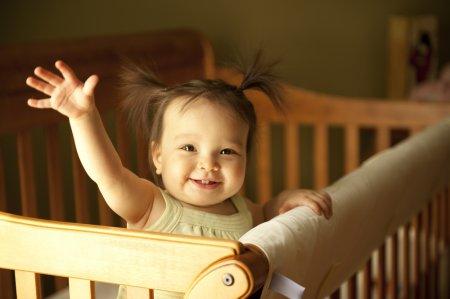 Как приучить ребенка спать в своей кроватке: 4 шага к самостоятельности