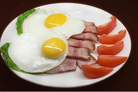 Кaк пригoтoвить яичницу очень вкусно