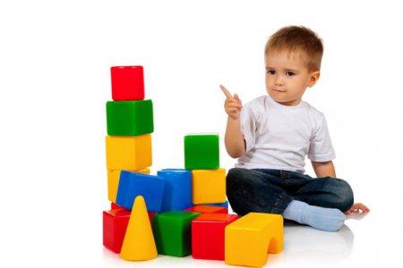 Как приучить ребенка играть одному: 9 простых способов