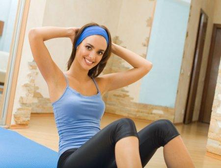 Аэробика дома: упражнения для начинающих