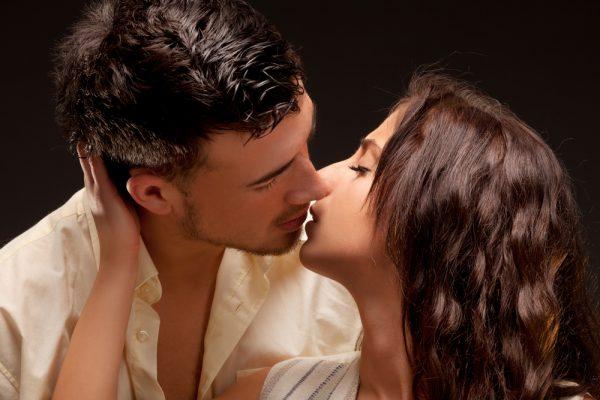 Видео как выглядит поцелуй изнутри #2
