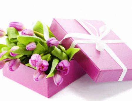 Список универсальных подарков к 8 марта для всех-всех-всех.